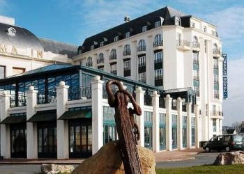 Quai Albert 1er, Trouville, Deauville, France, Reux, Beach Hotel