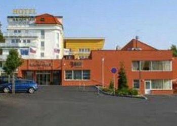 Chocerady, Hotel AKADEMIE Naháč