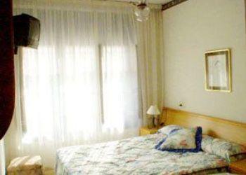 Avda. de la Constitución, 2, 33430 Candás, Hostel Apolo