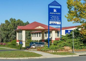 Hotel Tuggeranong, 46 Rowland Rees Crescent, Hotel Alpha Hotel Canberra (f. Country Comfort Greenway)