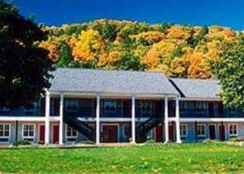Hotel Brookfield, 1030 Federal Rd, The Newbury Inn