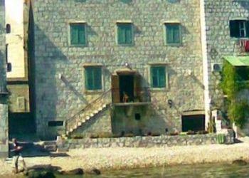 Ulica Vladimira Nazora 3, Vis, Apartment on the beach