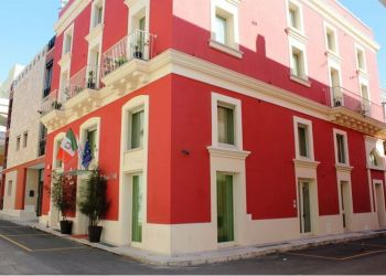 Via Mazzini 23, 73014 Gallipoli, Hotel 33 Baroni