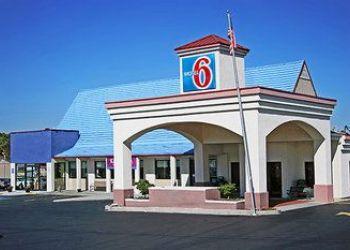 Hotel Georgia, 742 Hwy 53 SE, Motel 6 Calhoun