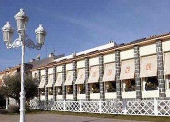 Carretera Sant Marti de Montnegre, 8470 Sant Celoni, Cal Batlle
