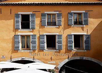Place des Arcades, 6560 Valbonne, Hotel Les Armoiries***