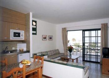 Hotel Taús, C/ Reina Sofía, 25, Apartment Flora