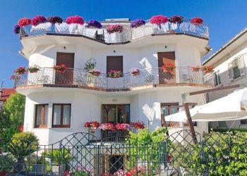 Via Divina Costiera, 9, 80051 Pianillo, Hotel Due Torri***
