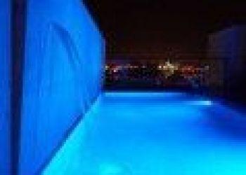 Hotel Lion, 384 boulevard Louis Blanc, Ici & La 4*