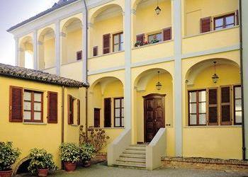 Piazza Statuto 10, 14023 Cocconato, Hotel Martelletti***