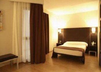 Hotel Irurtzun, C/ Aralar 8, Hotel Husa Plazaola***