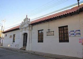 Casa de huéspedes/Pension Sucre, Calle Loa 881 Esq Calle Colon, Bed and Breakfast Cruz de Popayán***