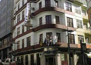 Pardo Bajo, 28, 15403 Ferrol, Hostel Zahara