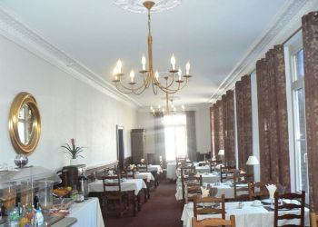 42 Rue Emile Zola, 2100 Saint-Quentin, Hotel Le Florence**