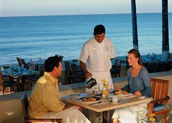 Hotel Colomo, Av Cocoteros 98 Sur, Grand Velas All Suites & Spa Hotel All Inclusive