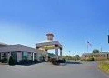 30 Frontage Road, New Haven, Quality Inn East Haven 2*