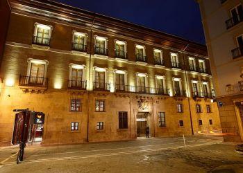 Zapatería 53, 31001 Pamplona, Hotel Palacio Guendulain****