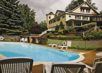 Hotel Harwood, 5316 Rice Lake Scenic Drive, The Victoria Inn