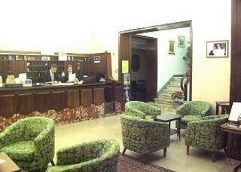 Via B. Cairoli 31, 59100 Prato, Hotel Flora