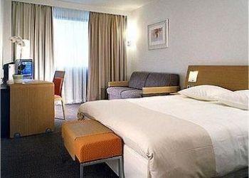 Hotel Courbevoie, 2 Blvd De Neuilly La Defense 1, Hotel Novotel Paris La Défense****