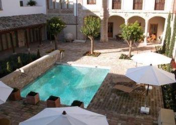 Hotel Baeza, Calle Canonigo Melgares Raya, s/n, Hotel Puerta De La Luna****