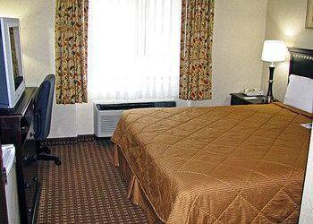Hotel Massachusetts, 399 Turnpike Rd, Route 9, Motel 6