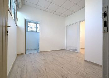 Office Baie mahault, Office for rent