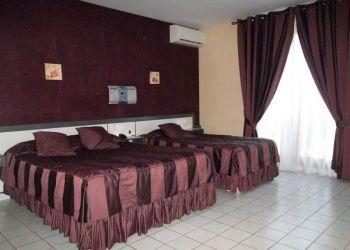 16 Rue Fernand Léger, 38150 Roussillon-en-Isere, Hotel Le Medicis**