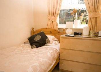 Hotel Elland, 28A Dewsbury Rd, Pinfold Guest House