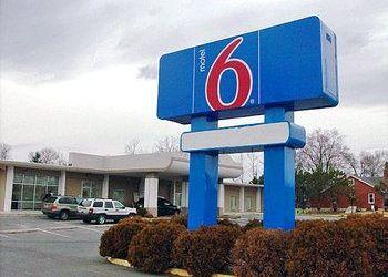 Hotel Virginia, 2951 Valley Ave, Motel 6 Winchester
