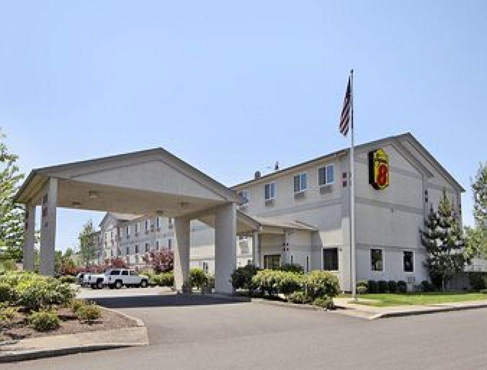 Hotel Super 8 Woodburn, OR**, 821 Evergreen Road,, 97071 Woodburn