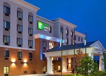 Hotel Illinois, 200 S Mannheim Rd, The Holiday Inn Express & Suites Chicago