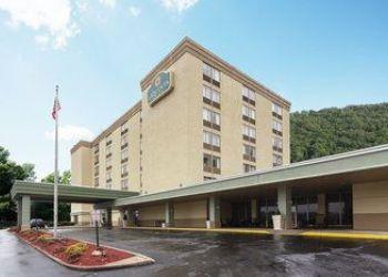 Hotel Pennsylvania, 4859 McKnight Rd, La Quinta Inn & Suites Pittsburgh North