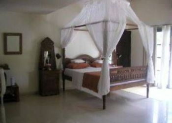 Hotel Lovina, Jl Kartika 99, Frangipani Beach Hotel
