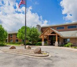 Hotel Iowa, 702 Central Ave W, AmericInn of Hampton