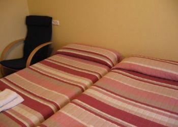 Travesia Acella, 3, Bajo, 31008 Pamplona, Hostel Acella