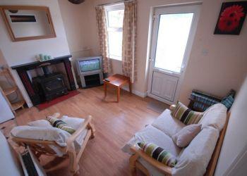 2 bedroom apartment Connacht, Grattan Road, Gen: I have a room