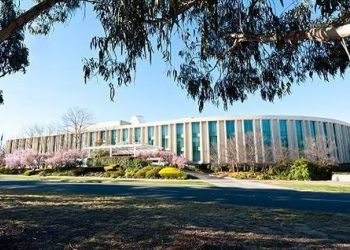Hotel Forrest, Corner Canberra Ave & National Circuit, Hotel Rydges Capital Hill***