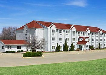 Hotel Illinois, 919 Maple Hill Rd, Ramada Limited & Suites