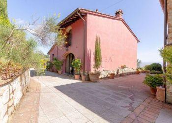 Casa Prato, Casa in vendita