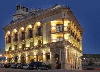 Hotel Baeza, Av. Alcalde Eusebio Ortega Molina, 43, Hotel Zenit Campos de Baeza****