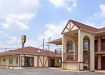Hotel Burlington, 802 Huffman Mill Rd, Hotel Super 8 Burlington, NC
