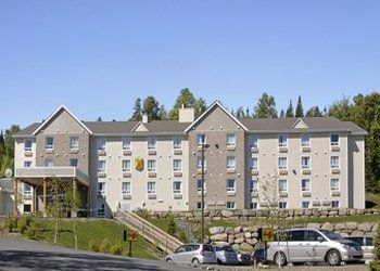 Hotel Gabriola Island, 885 Berry Point Rd, Surf Lodge