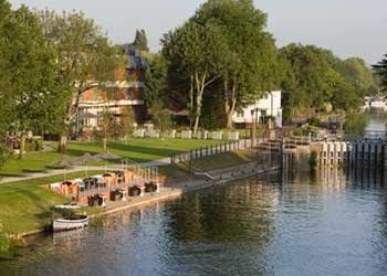 Hotel Egham, Windsor Road, Hotel The Runnymede on Thames****