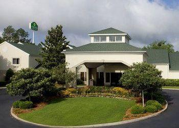 Hotel Georgia, 1800 Clubhouse Dr., La Quinta Inn & Suites, Valdosta, GA
