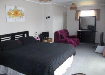 House Papamoa Beach, Dickson Road, Michaela: I have a room
