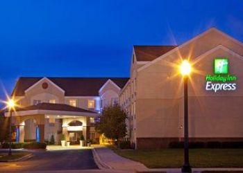 Hotel Iowa, 208 W 4th St N, Holiday Inn Express
