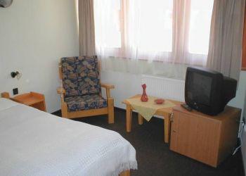 Pomogyi út 1., 9431 Çamardı, Dori Hotel-Camping