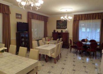 Hotel Sándorfalva, Szabadság tér 3., Platán Szálláshely