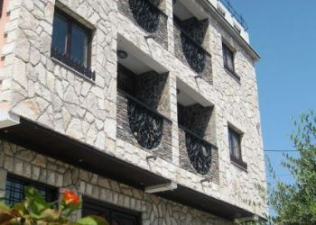 Penzión Mostar, Brace Djukica 4, Bed and Breakfast Villa Anri***